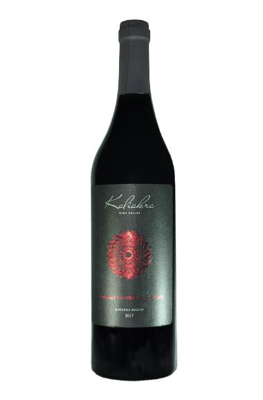 Бутилка червено вино Каберне совиньон и Сира от Изба Калиакра
